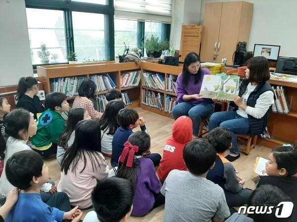 금천구 '엄마가 지어주는 책볶음밥' 운영 모습.(금천구 제공) © 뉴스1